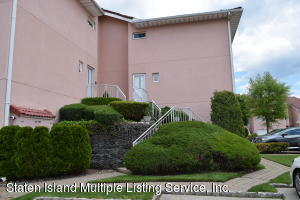 55 Harbour Court, Staten Island, NY 10308