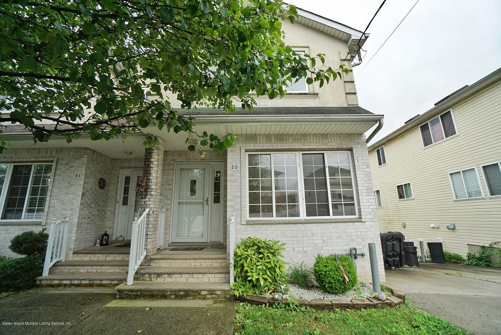 Single Family - Semi-Attached in Pleasant Plains - 88 Ambassador Lane  Staten Island, NY 10309