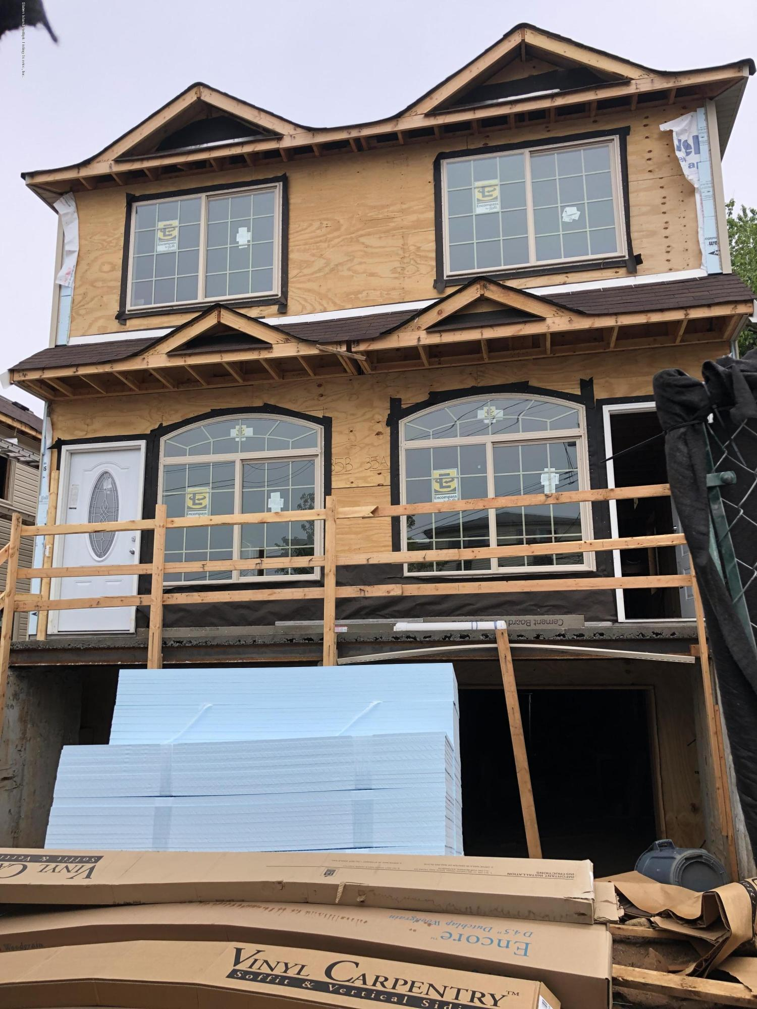 Single Family - Semi-Attached in Willowbrook - 37 Oakville Street B  Staten Island, NY 10314