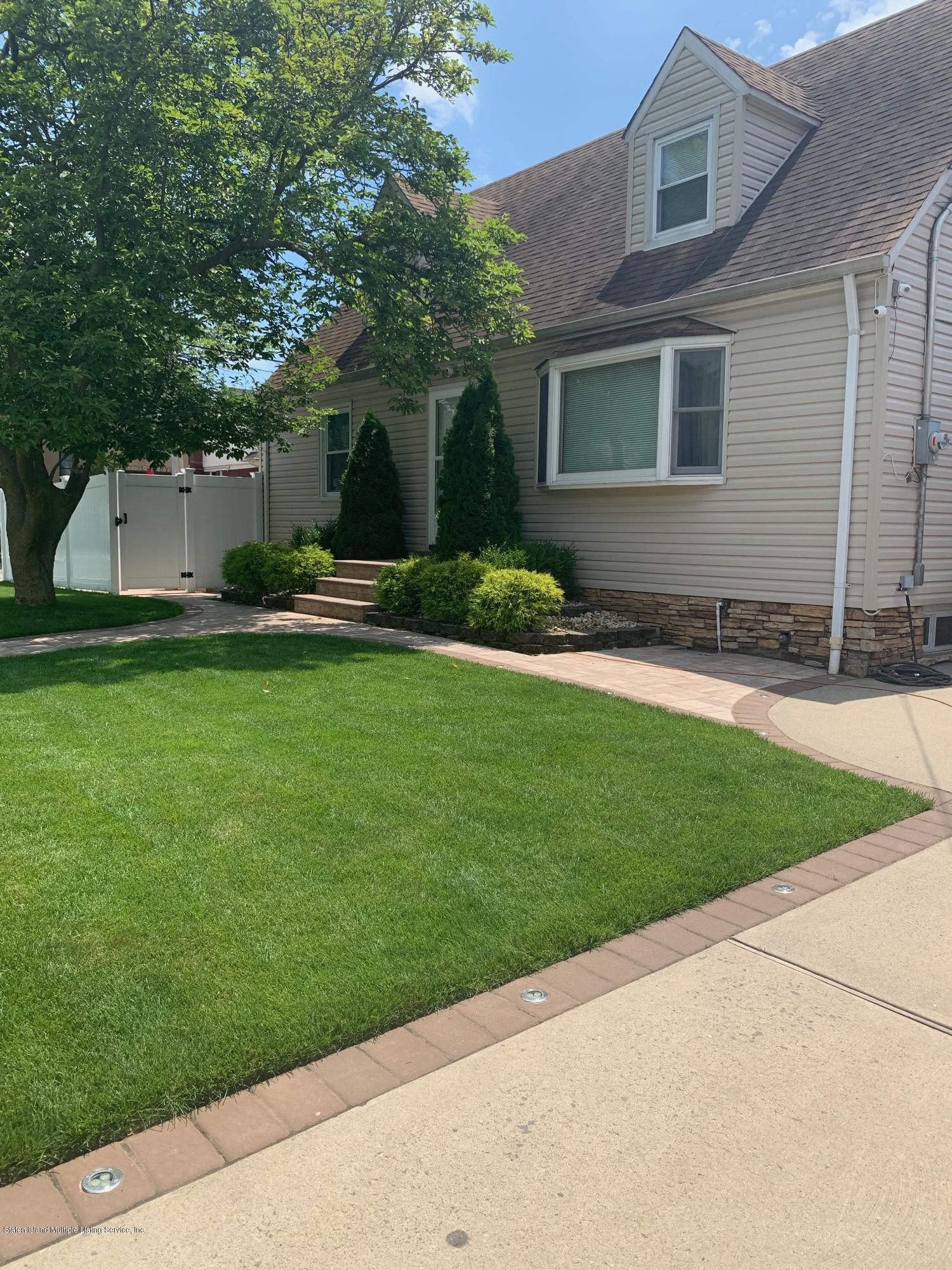 Single Family - Detached in Westerleigh - 104 Auburn Avenue  Staten Island, NY 10314