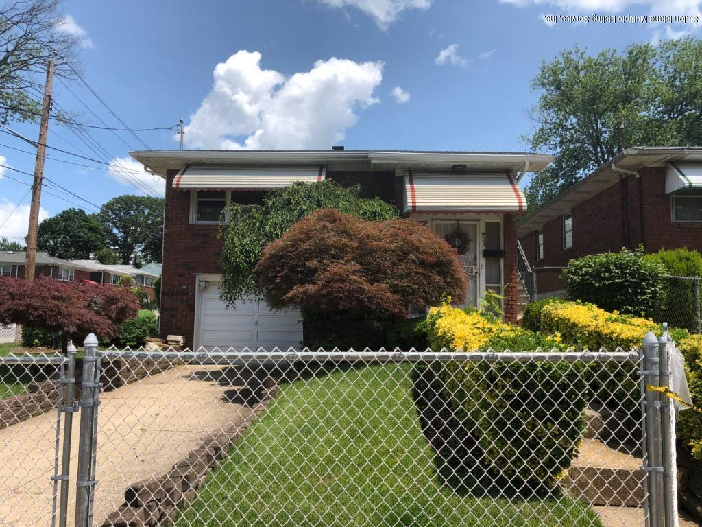 Single Family - Detached in Westerleigh - 925 Jewett Avenue  Staten Island, NY 10314