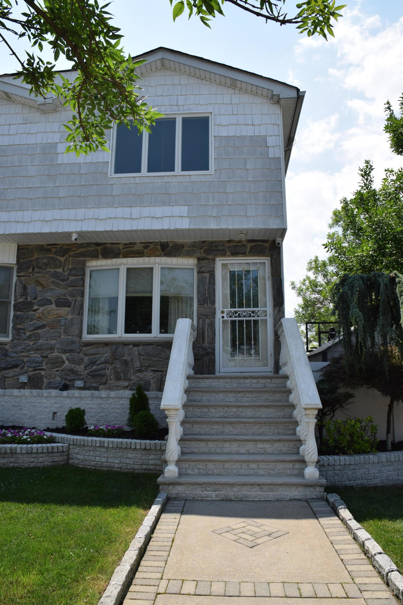 Single Family - Semi-Attached in Annadale - 62 Alexander Avenue   Staten Island, NY 10312
