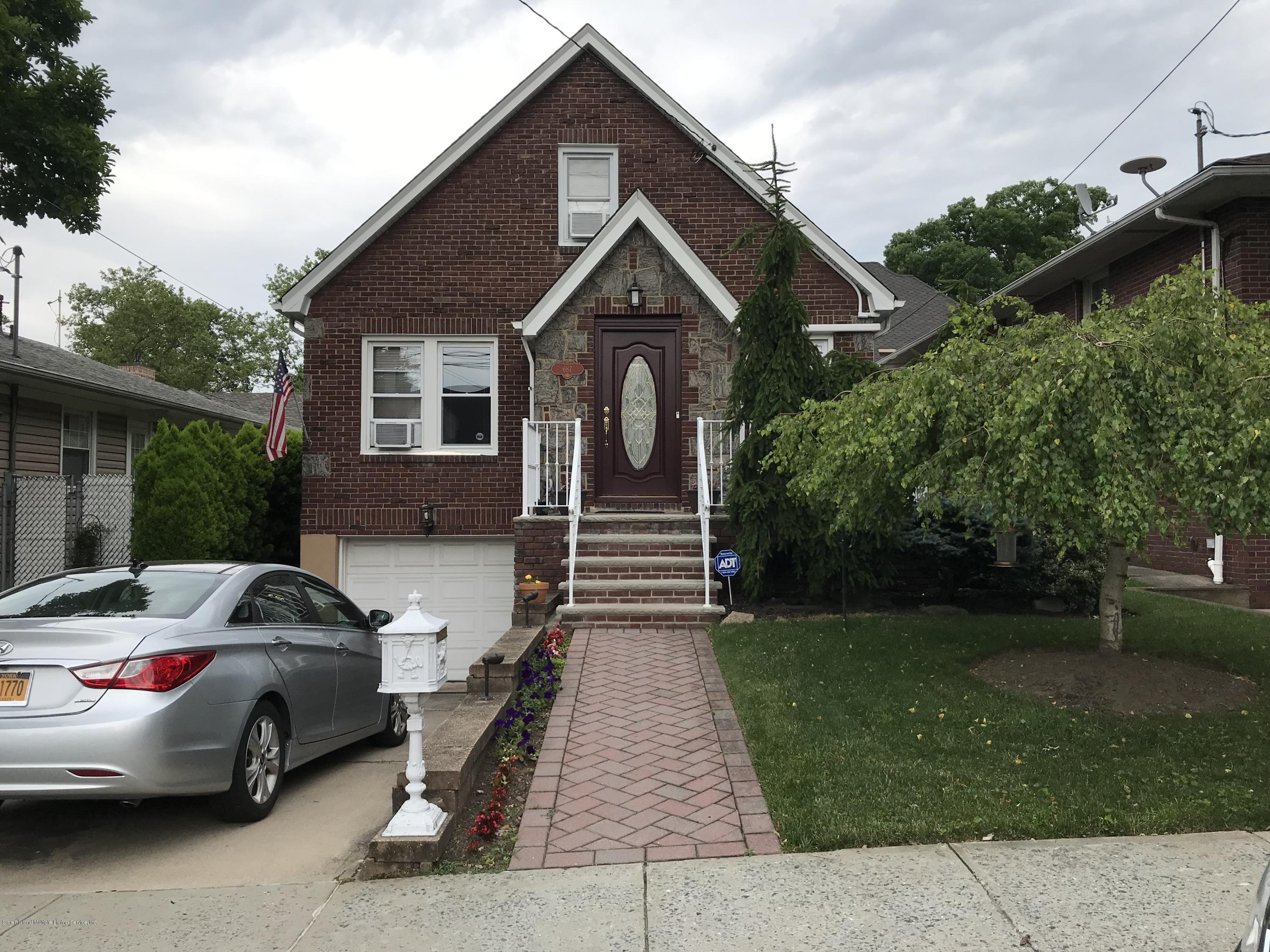 Single Family - Detached in Sunset Hill - 687 Davis Avenue  Staten Island, NY 10310