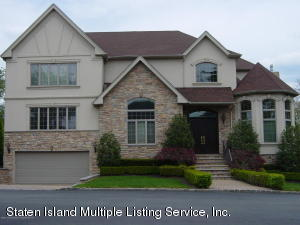 15 Chipperfield Court, Staten Island, NY 10304
