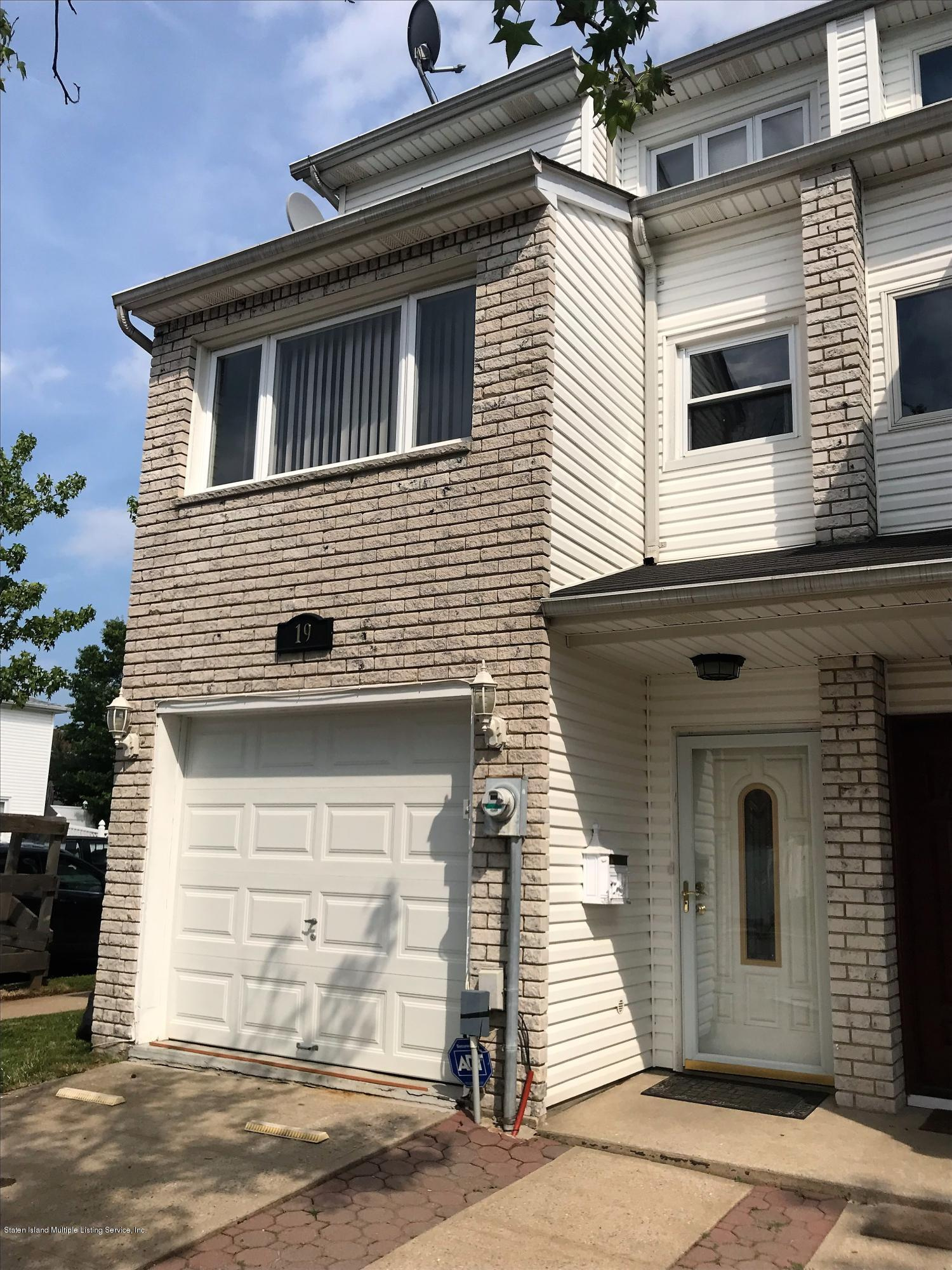 Single Family - Attached in Great Kills - 19 Highland Lane  Staten Island, NY 10308