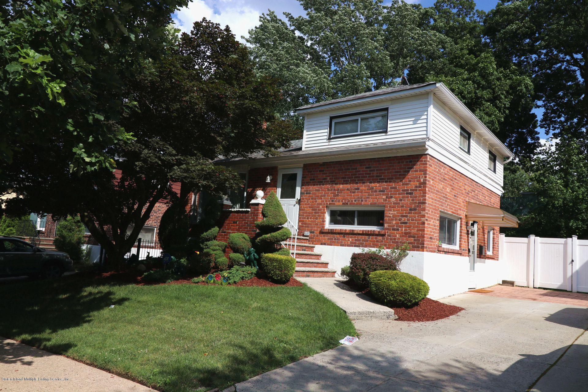 Single Family - Detached in Park Hill - 50 Fairway Avenue  Staten Island, NY 10304