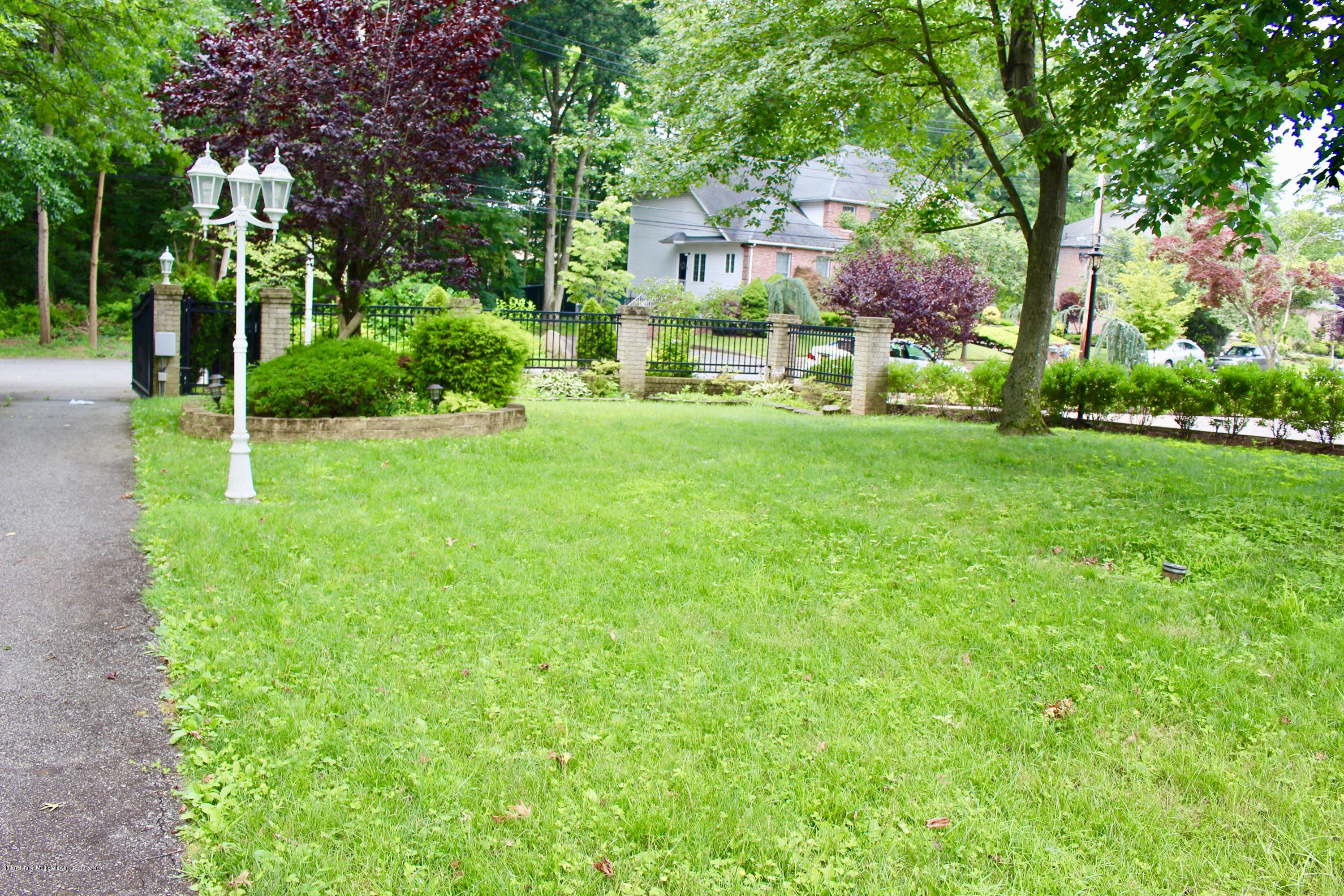 Two Family - Detached 63 Parkwood Avenue  Staten Island, NY 10309, MLS-1124729-33
