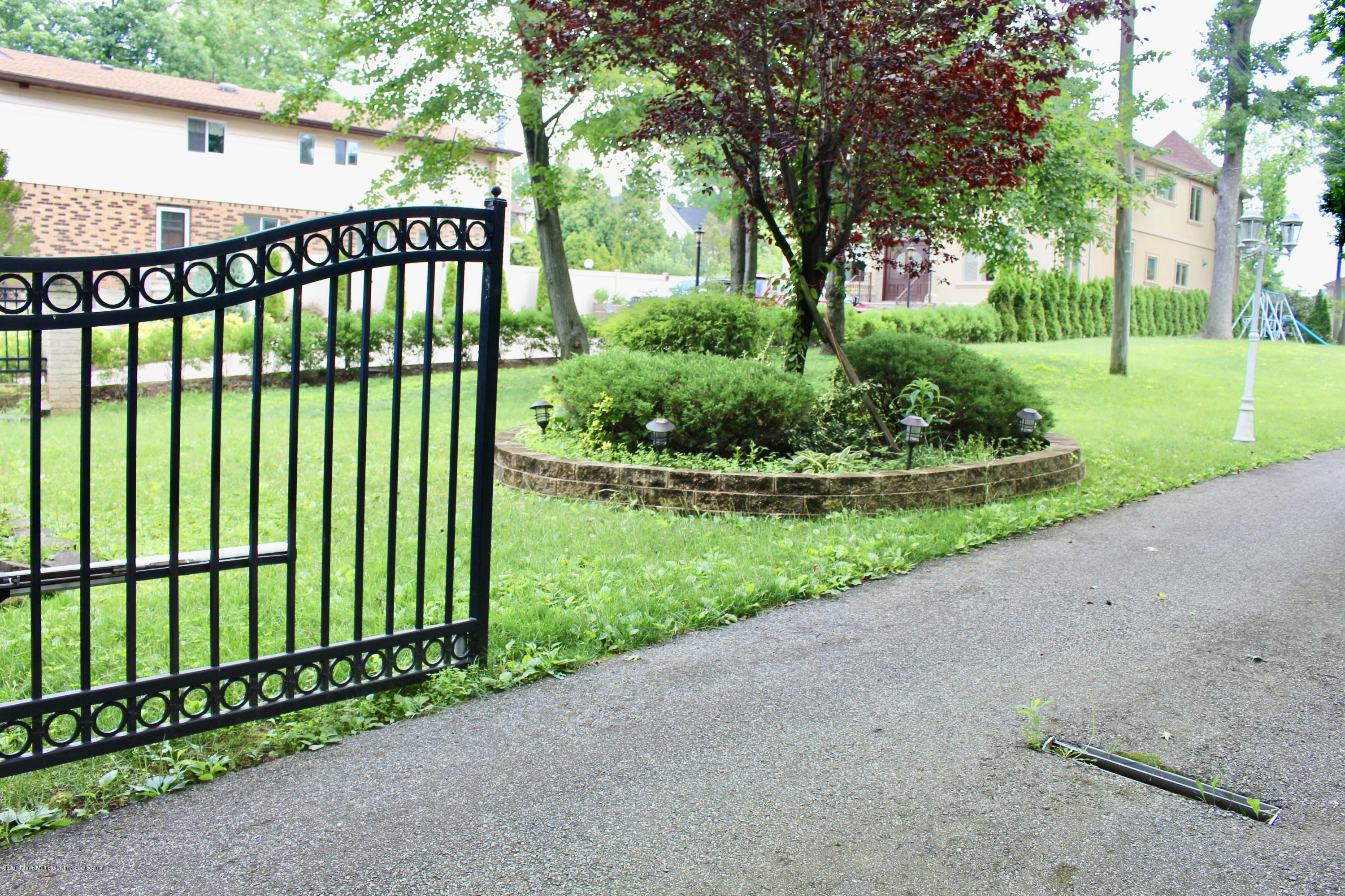 Two Family - Detached 63 Parkwood Avenue  Staten Island, NY 10309, MLS-1124729-35