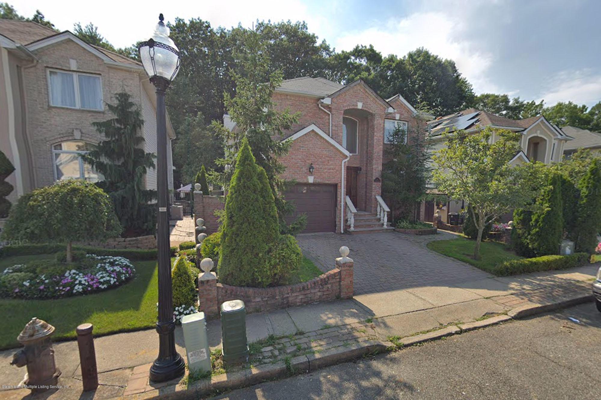Single Family - Detached in Huguenot - 64 Covington Circle  Staten Island, NY 10312