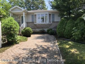 WELCOME TO 88 LEVERETT AVENUE LOCATED IN GREAT KILLS.