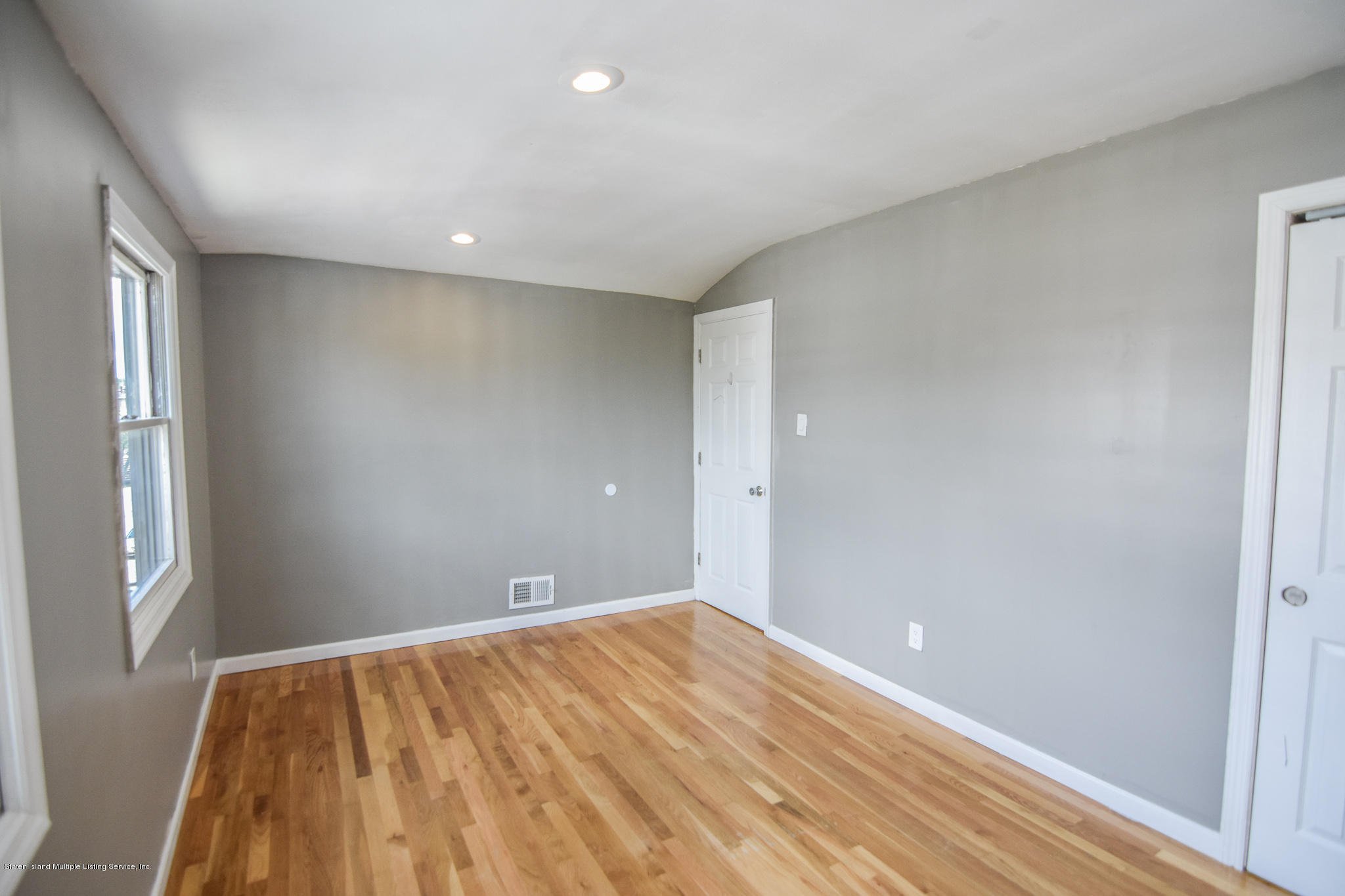 Single Family - Semi-Attached 12 Ebey Lane  Staten Island, NY 10312, MLS-1131132-17