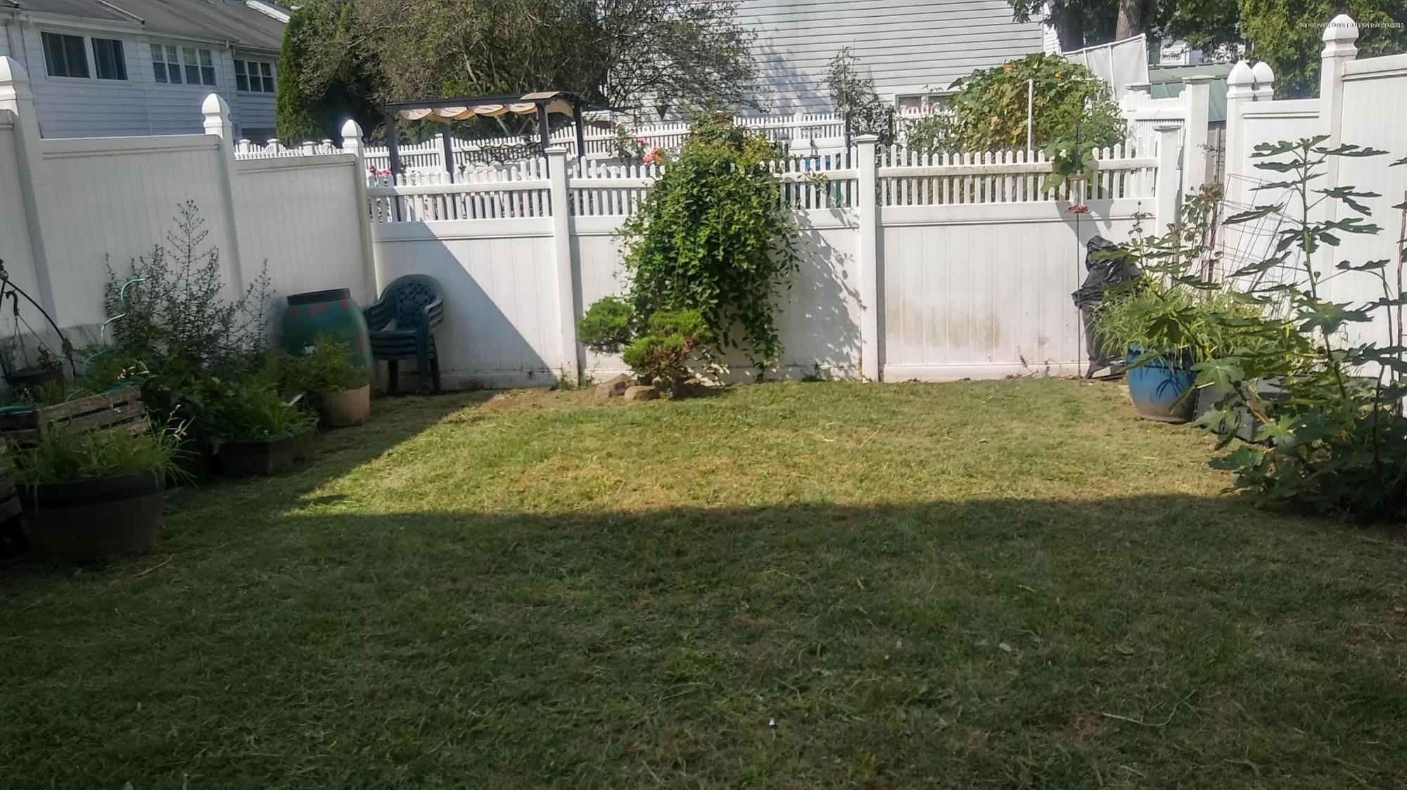 Single Family - Attached 32 Barclay Circle  Staten Island, NY 10312, MLS-1131210-17
