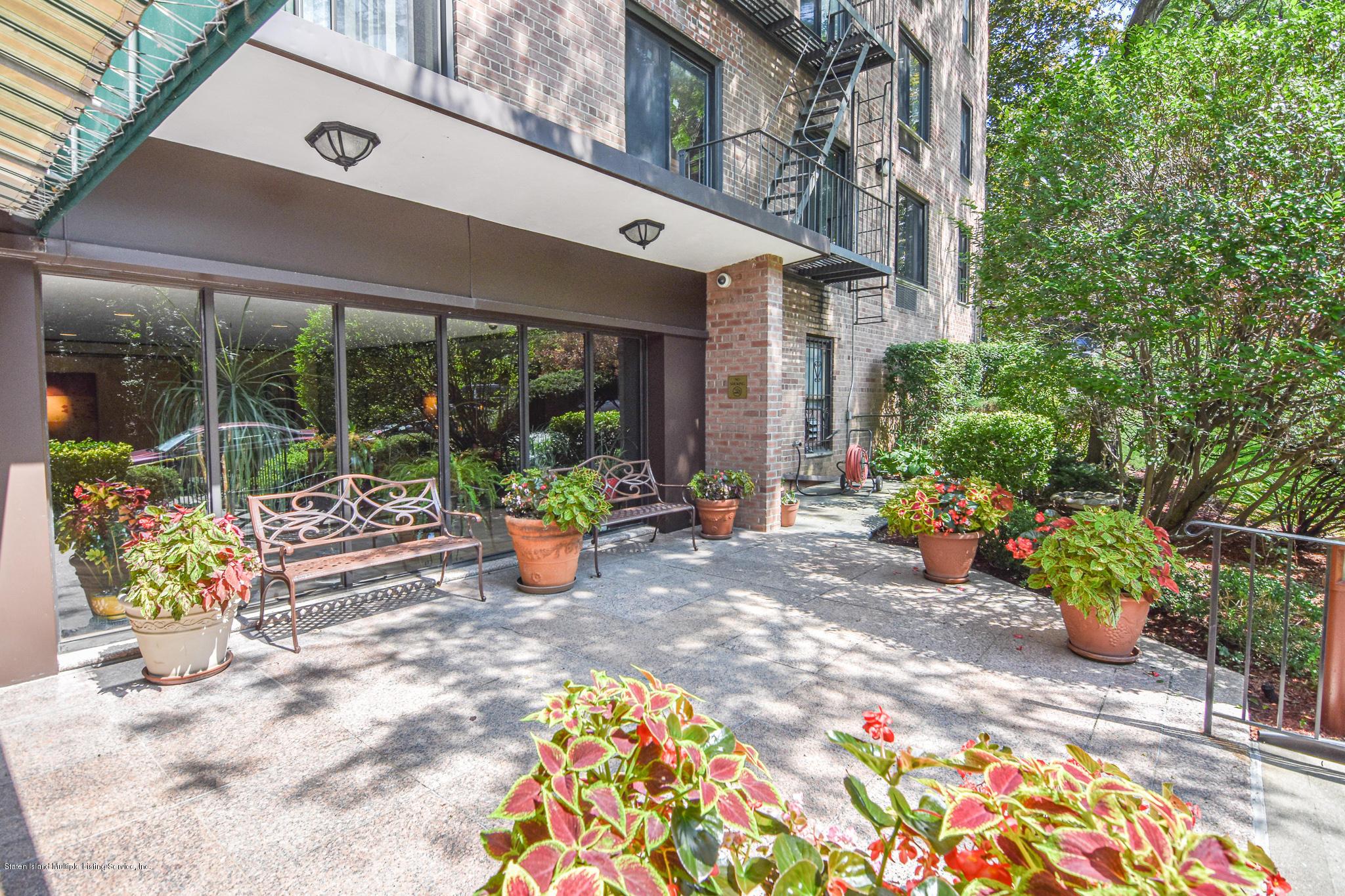 Condo in Grymes Hill - 830 Howard Avenue 1e  Staten Island, NY 10301