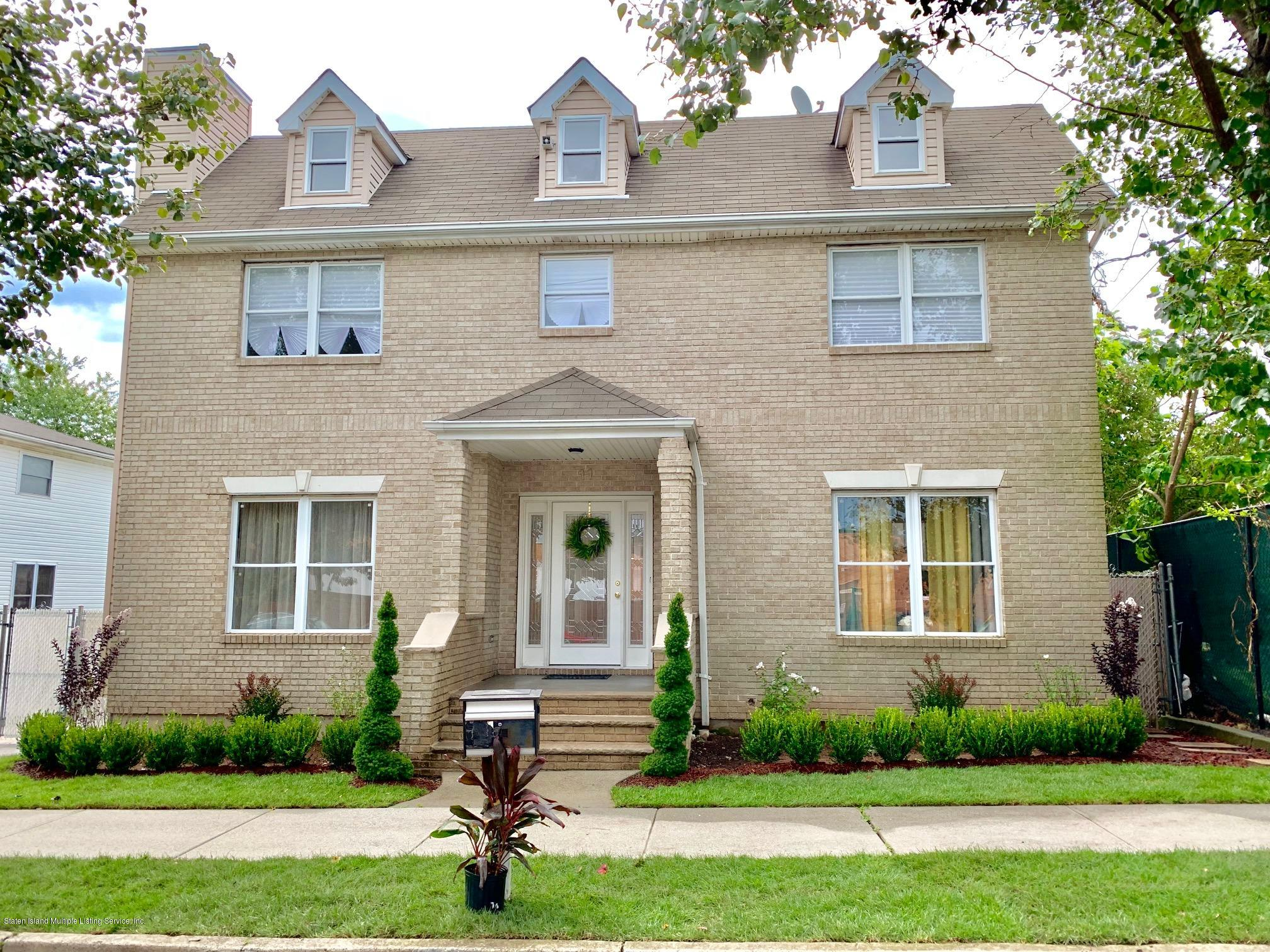Single Family - Detached in Pleasant Plains - 11 Gilbert Place  Staten Island, NY 10309