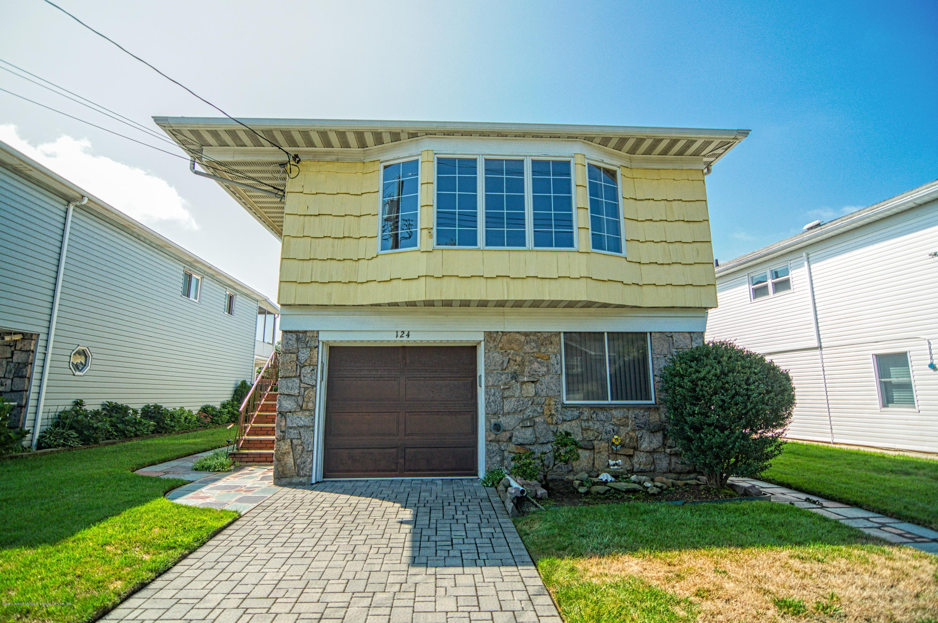 Single Family - Detached 124 Queen Street  Staten Island, NY 10314, MLS-1131413-20