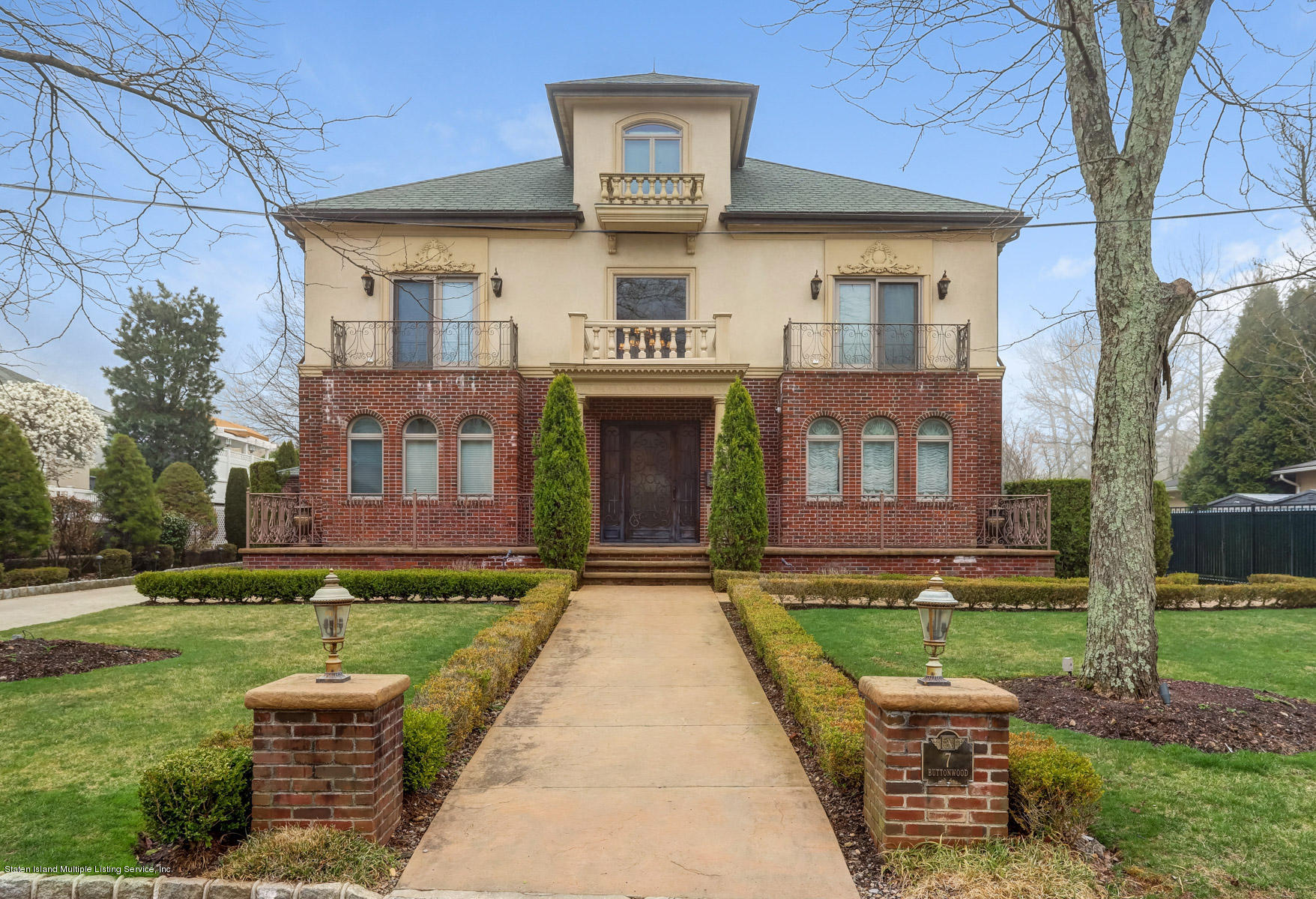 Single Family - Detached in Todt Hill - 7 Buttonwood Road  Staten Island, NY 10304