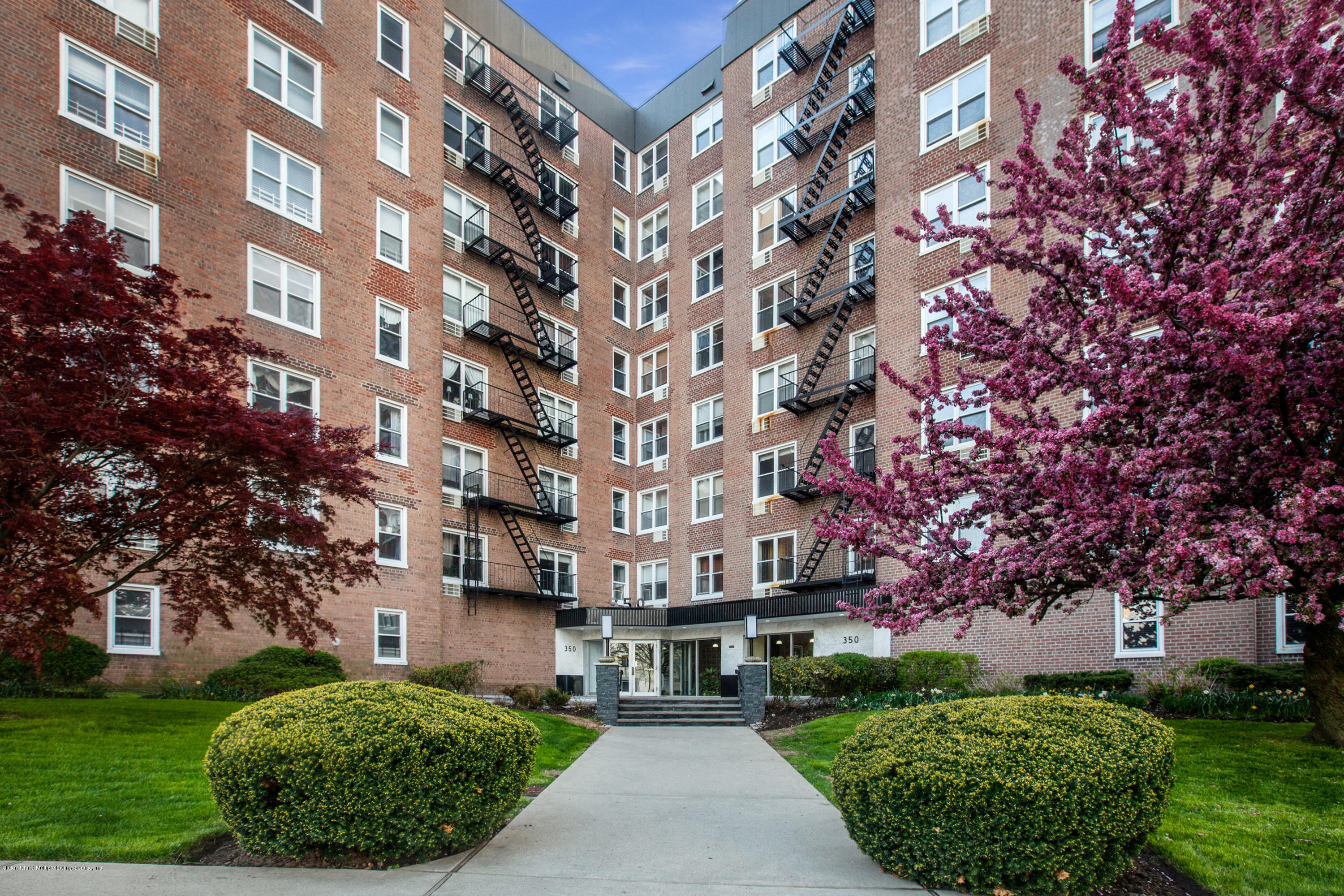 Co-Op in St. George - 350 Richmond Terrace 2d  Staten Island, NY 10301