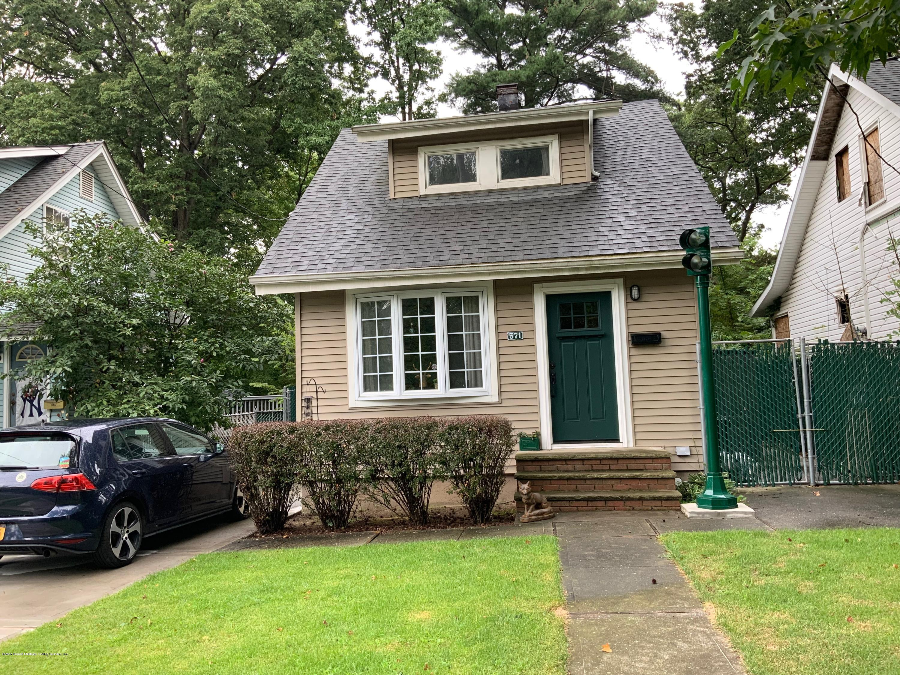 Single Family - Detached in Annadale - 571 Annadale Road  Staten Island, NY 10312