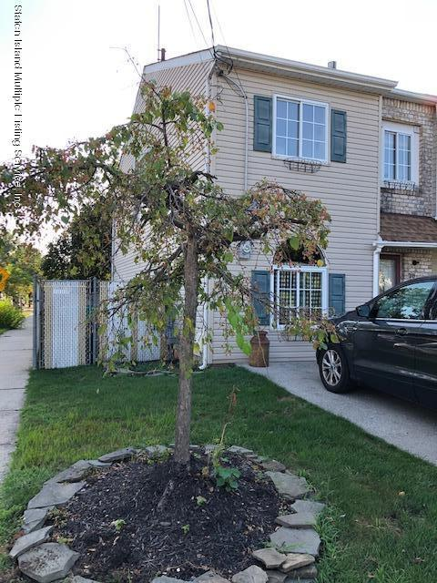 Single Family - Attached 70 Seguine Place  Staten Island, NY 10312, MLS-1131745-2