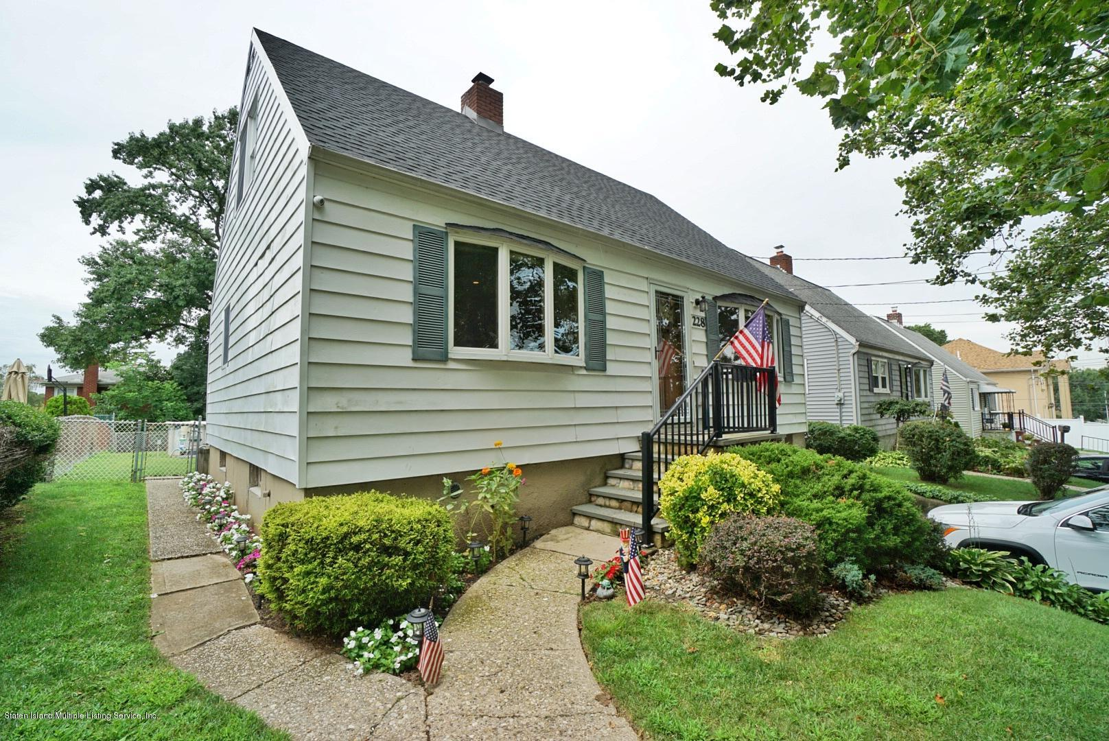 Single Family - Detached 228 Fanning Street  Staten Island, NY 10314, MLS-1131767-2
