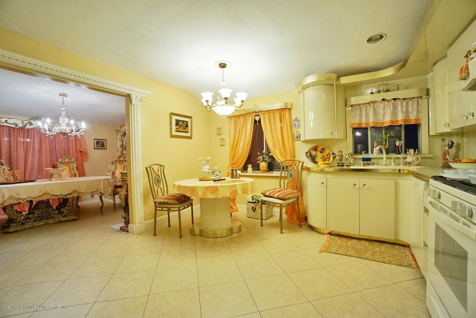 Single Family - Detached 81 Ramapo Avenue  Staten Island, NY 10309, MLS-1132028-16