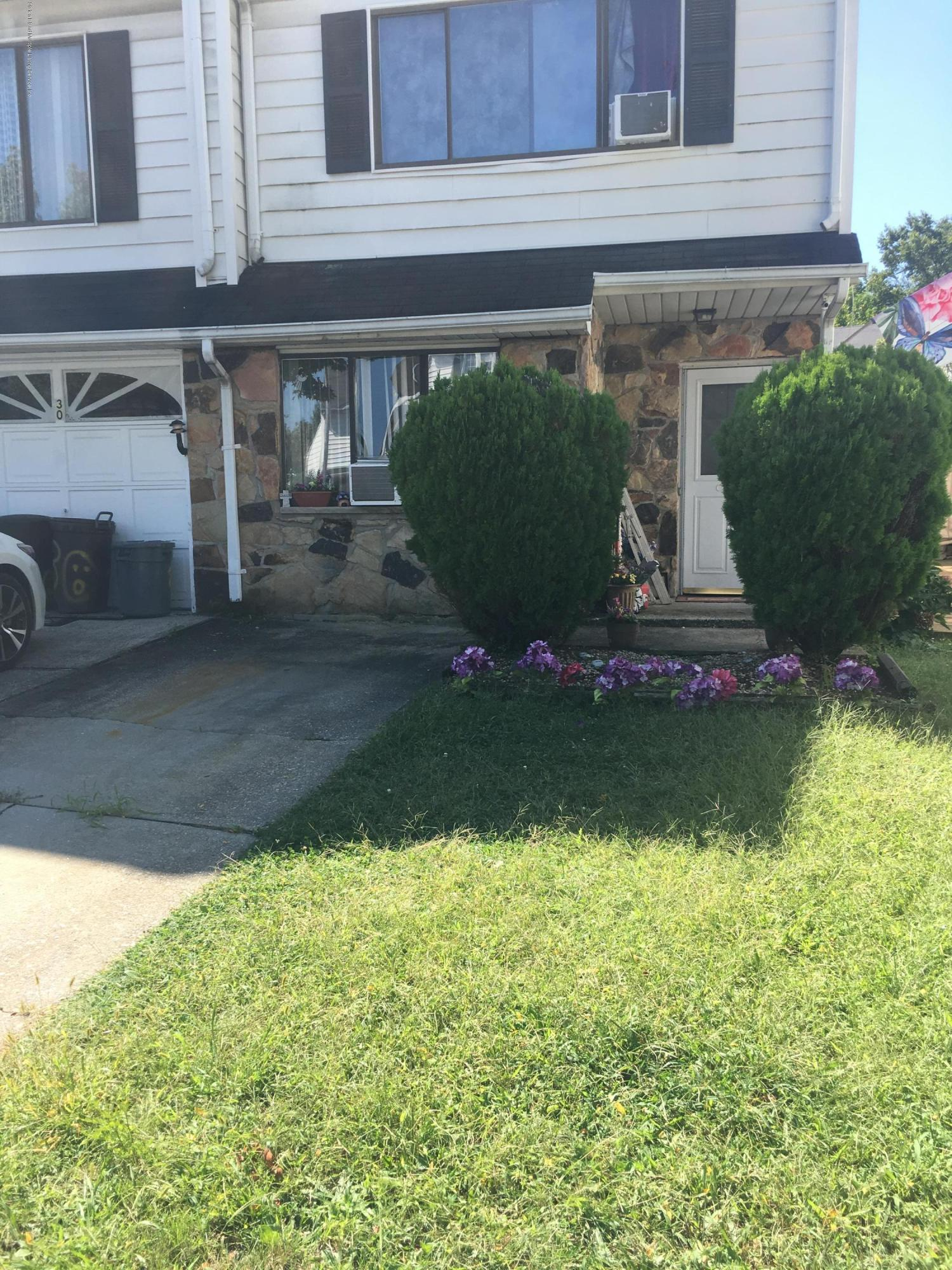 Single Family - Attached in Arden Heights - 28 Poets Circle  Staten Island, NY 10312