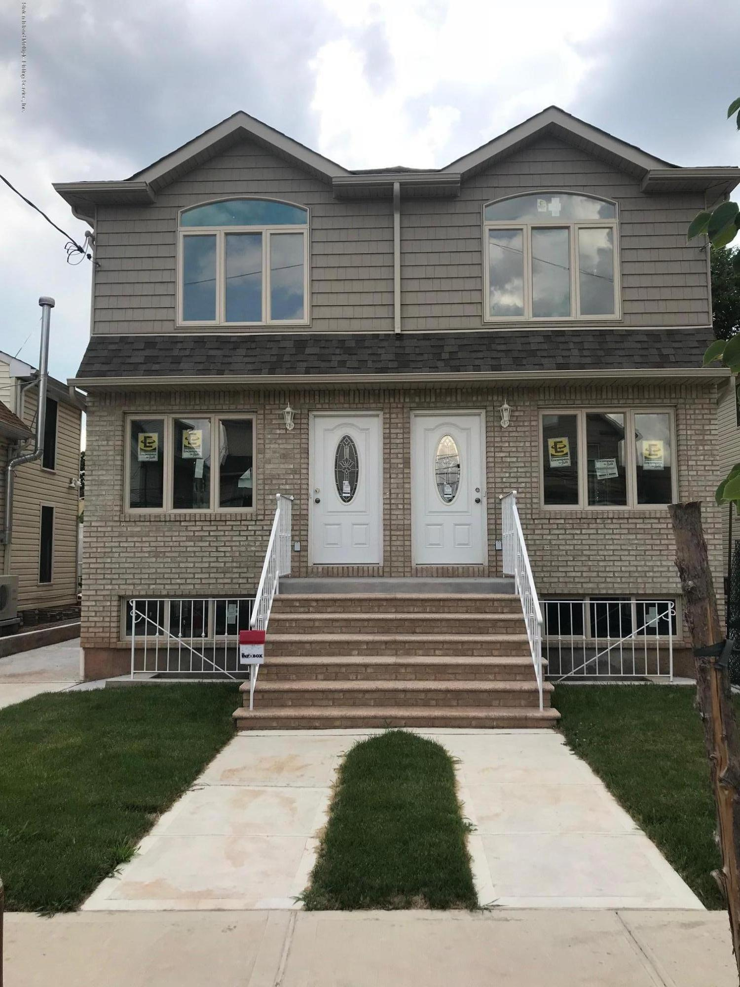 Single Family - Semi-Attached in Graniteville - 8 Summerfield Place  Staten Island, NY 10303