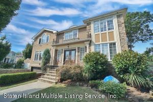 1 St. Edward Lane, Staten Island, NY 10309