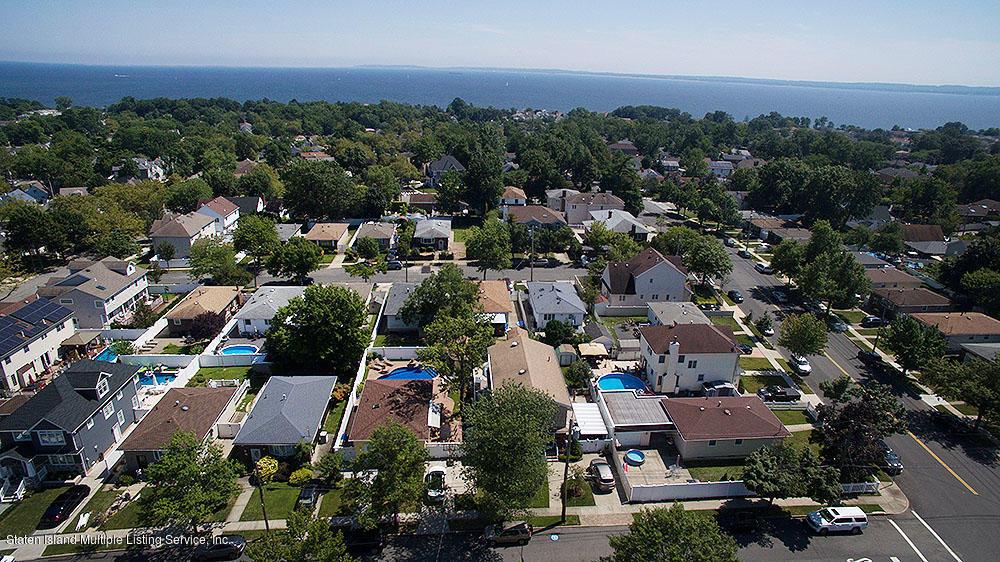 Single Family - Detached 17 Liss Street  Staten Island, NY 10312, MLS-1131453-49