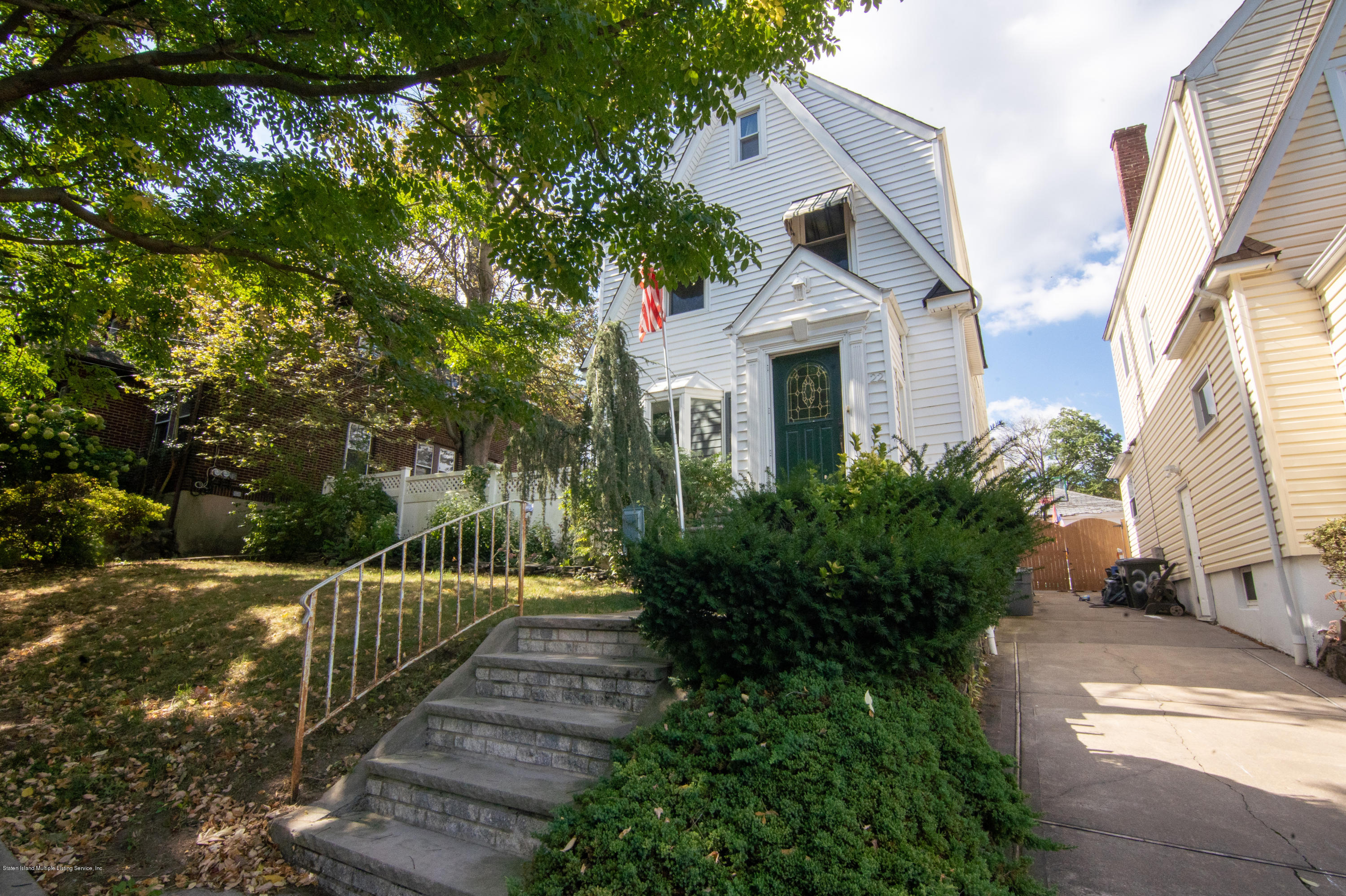Single Family - Detached in Silver Lake - 22 University Place  Staten Island, NY 10301