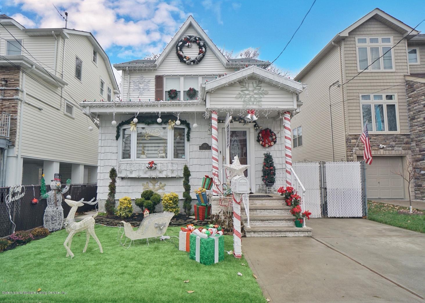 Single Family - Detached in Grant City - 267 Boundary Avenue  Staten Island, NY 10306