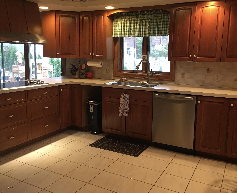 Single Family - Detached 731 Metropolitan Avenue  Staten Island, NY 10301, MLS-1134021-20