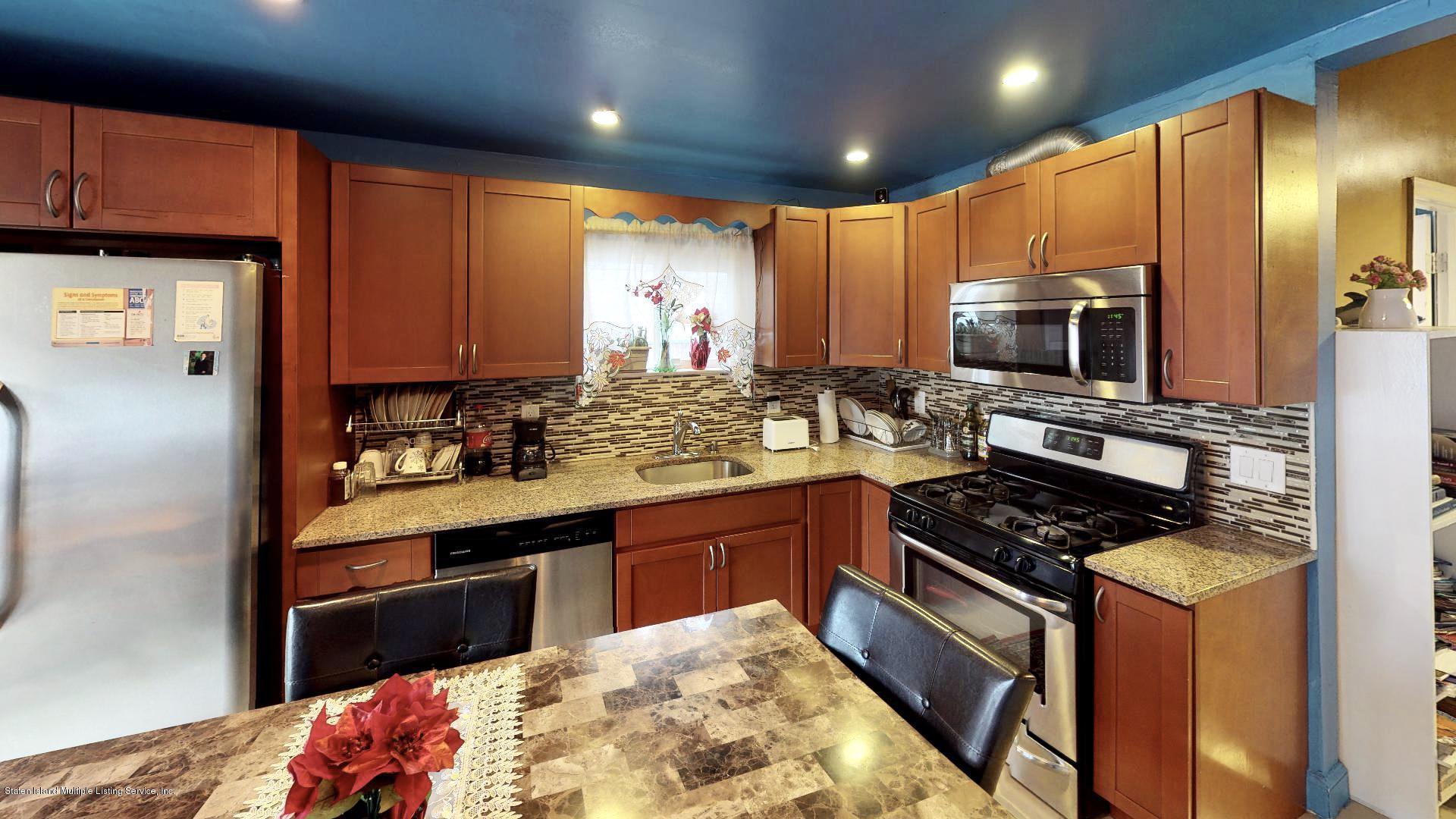 Single Family - Detached 557 Hunter Avenue  Staten Island, NY 10306, MLS-1134462-8