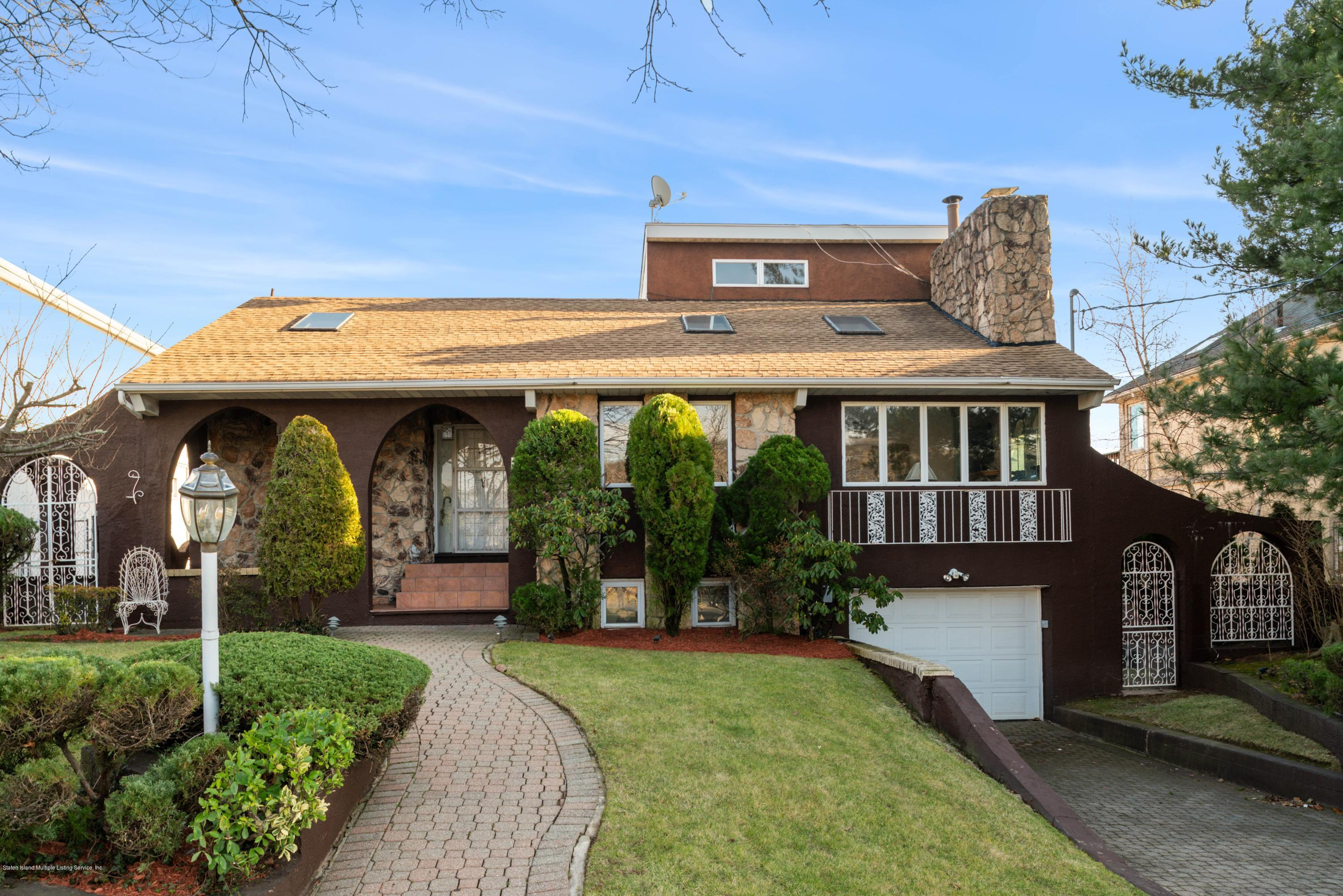 Single Family - Detached in Dongan Hills Colony - 124 Overlook Avenue  Staten Island, NY 10304