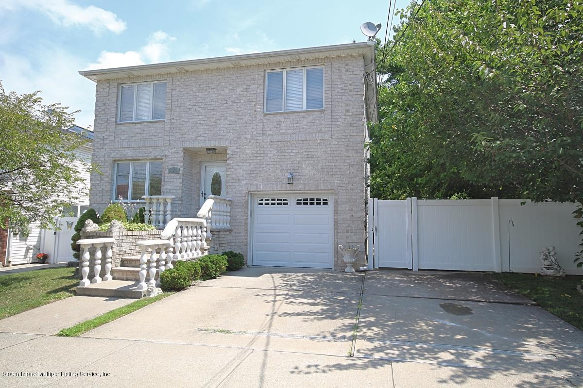 Single Family - Detached in Annadale - 7 Seguine Place  Staten Island, NY 10312