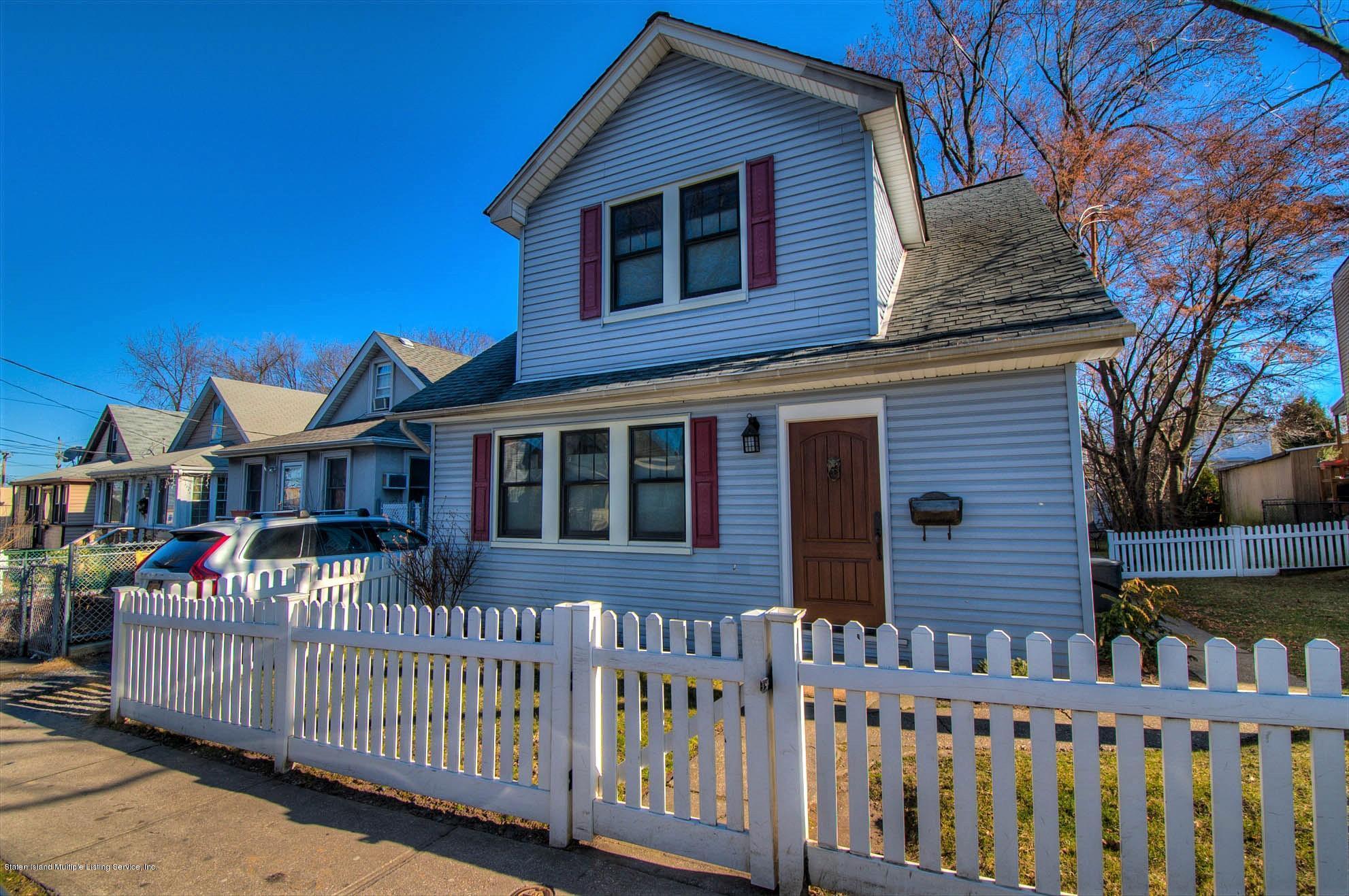 Single Family - Detached in Castletn Corner - 621 Manor Road  Staten Island, NY 10314