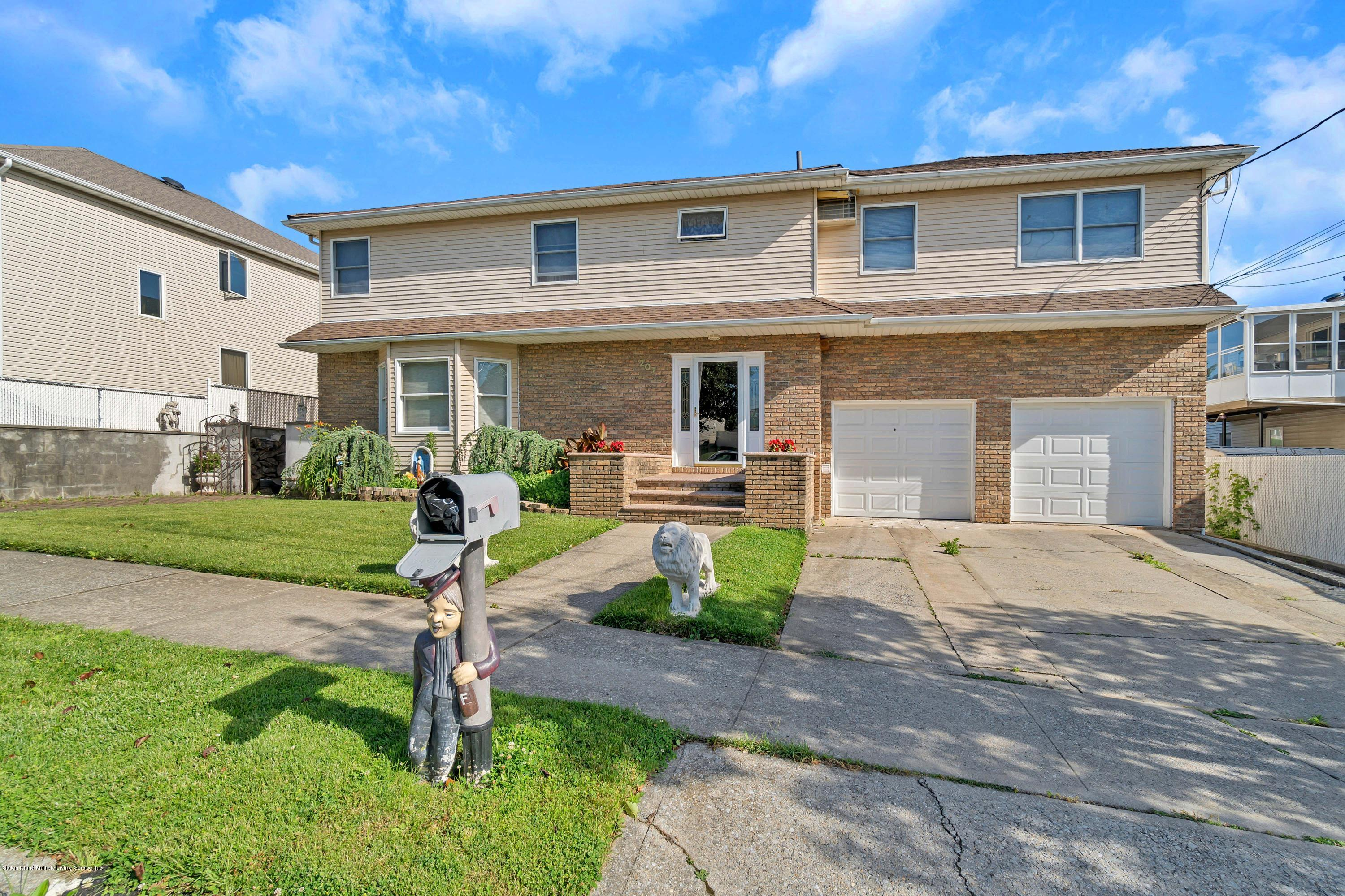 Two Family - Detached in Huguenot - 207 Darlington Ave   Staten Island, NY 10312