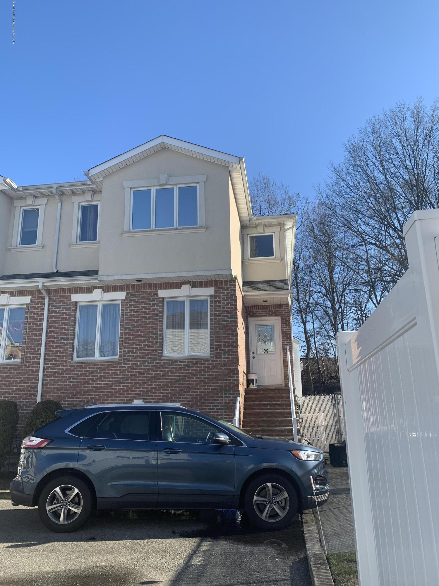 Single Family - Semi-Attached 29 Coco Court  Staten Island, NY 10312, MLS-1135689-2