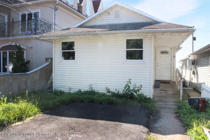 Single Family - Detached in S.E. Annadale - 20 Zephyr Ave   Staten Island, NY 10312