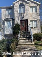 20 Gabrielle Ct, Staten Island, NY 10312