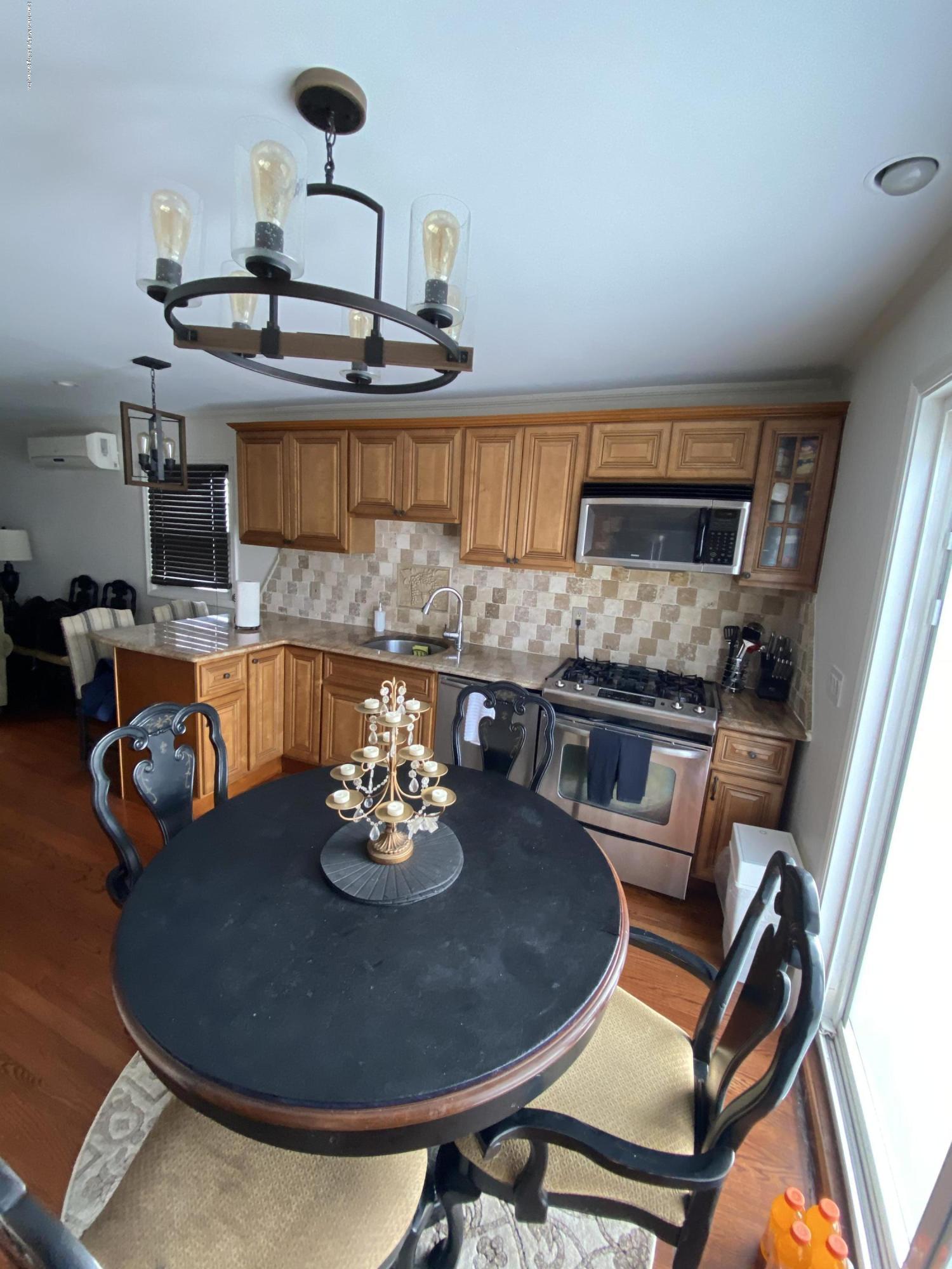 Single Family - Semi-Attached 370 Seaver Avenue  Staten Island, NY 10305, MLS-1136339-23