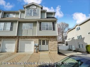 38 Robin Court, Staten Island, NY 10309