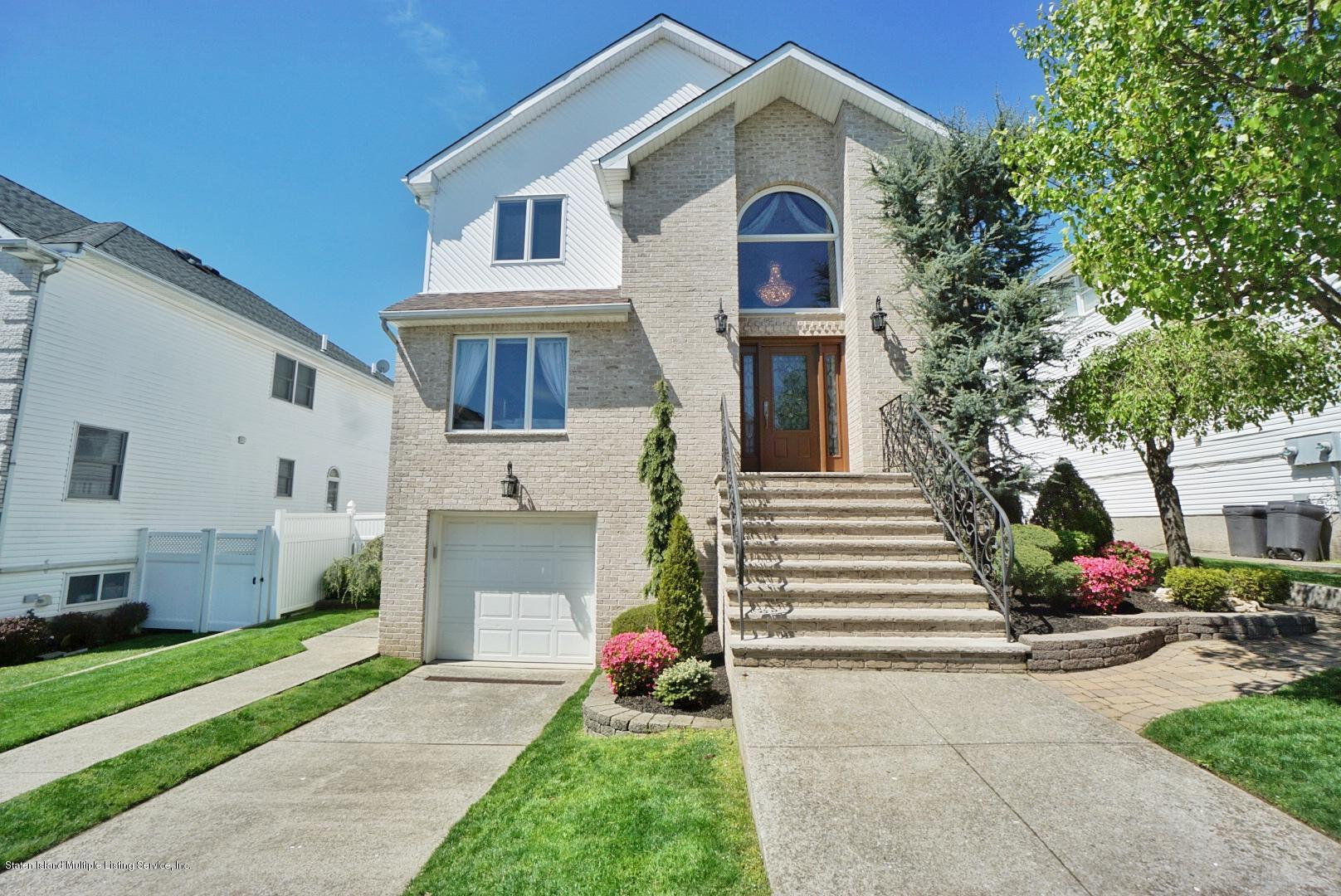 Two Family - Detached in Tottenville - 26 Delia Court  Staten Island, NY 10307