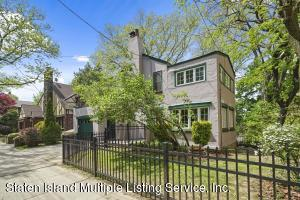 15 Fort Hill Circle, Staten Island, NY 10301