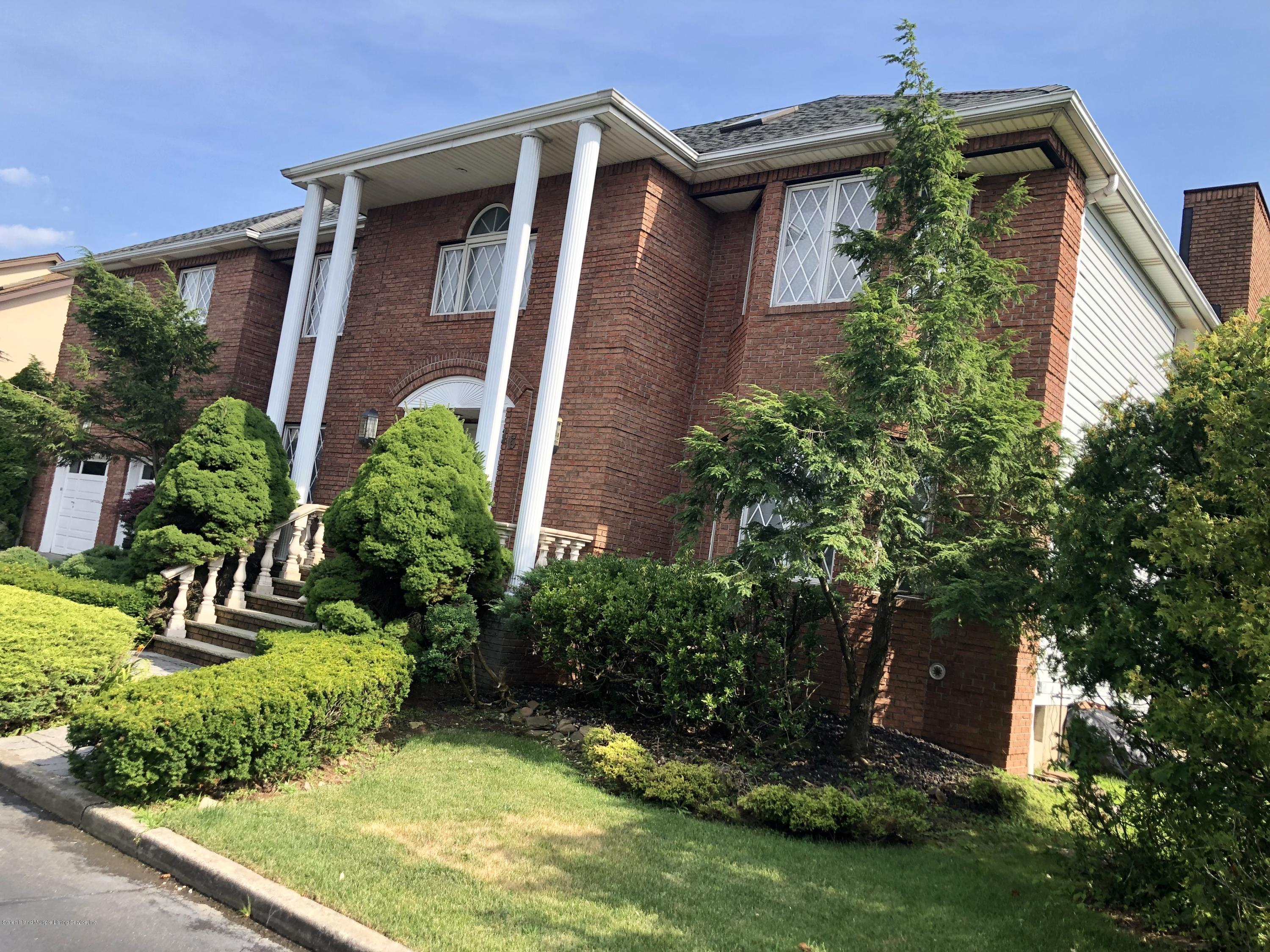 Single Family - Detached in S.E. Annadale - 16 Nicolosi Loop  Staten Island, NY 10312