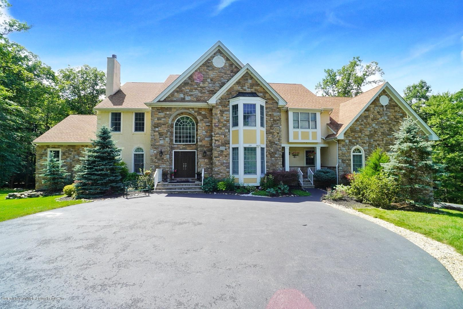 Single Family - Detached in Off Island - 239 Glen Road  Out Of Area, NY 07405
