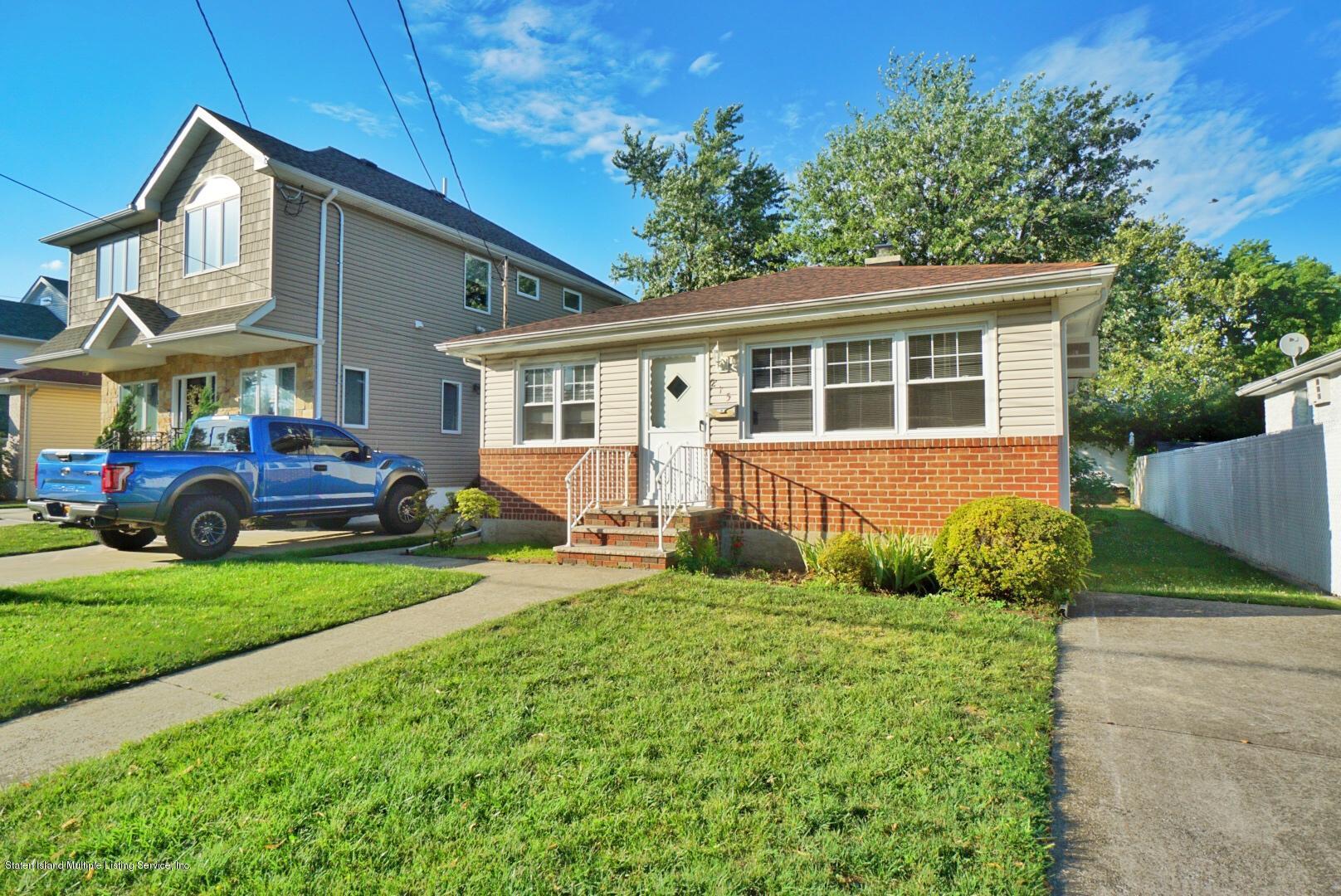 Single Family - Detached 215 Fairbanks Avenue  Staten Island, NY 10306, MLS-1138817-2