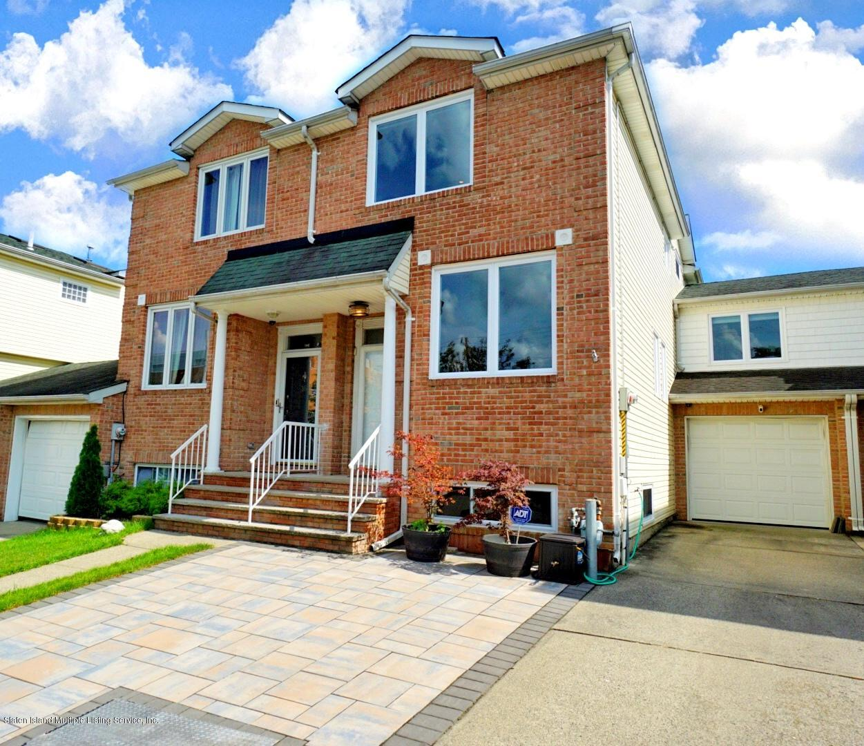 Single Family - Semi-Attached in Woodrow - 18 Dunhill Lane  Staten Island, NY 10309
