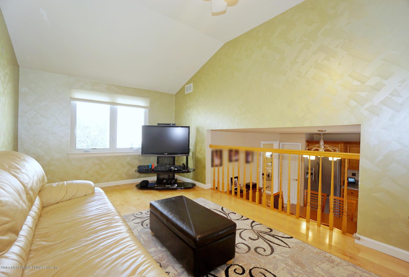 Single Family - Semi-Attached 18 Dunhill Lane  Staten Island, NY 10309, MLS-1139055-15