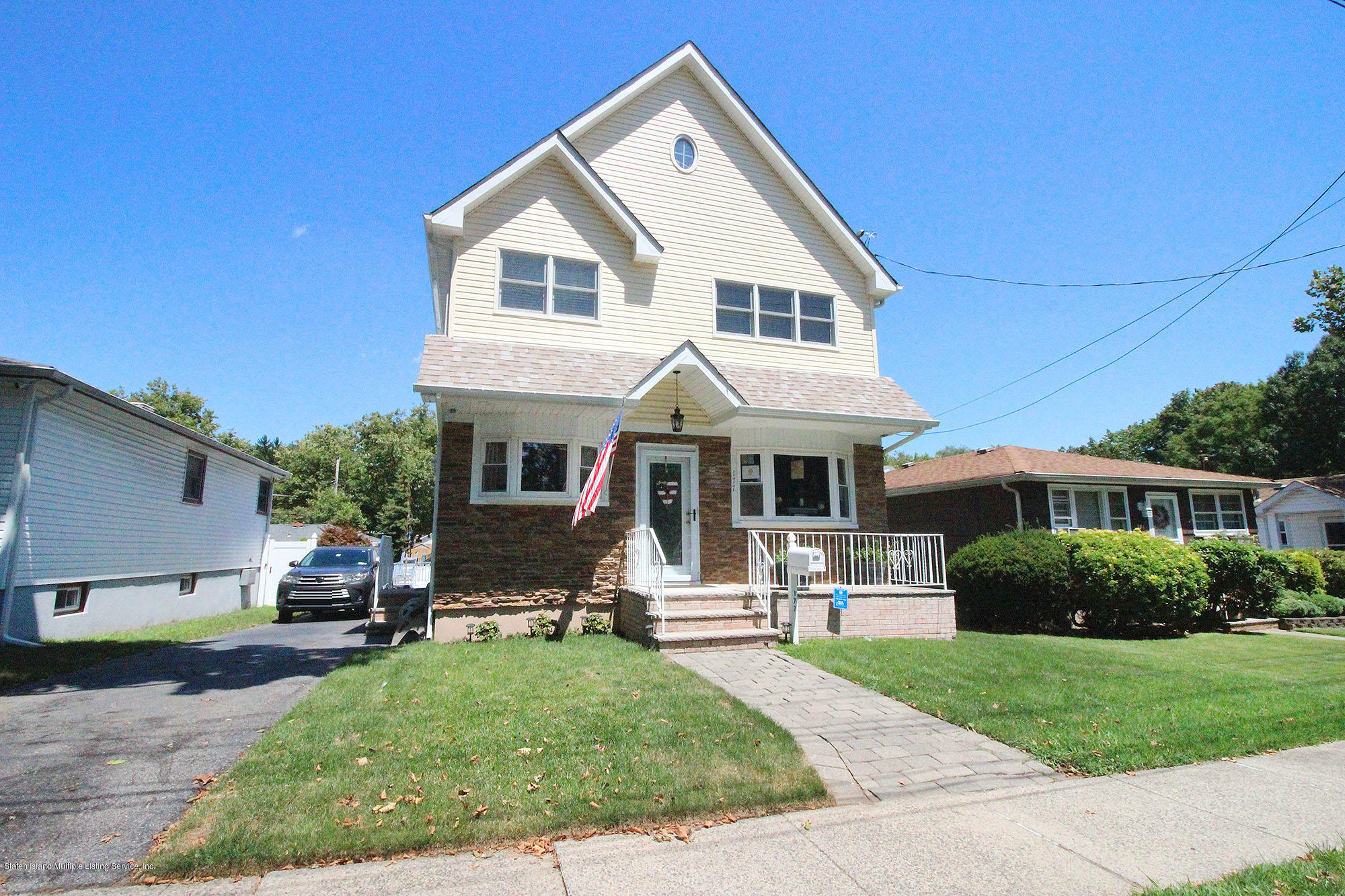 Single Family - Detached in Dongan Hills-Above Hylan - 177 Atlantic Avenue  Staten Island, NY 10304